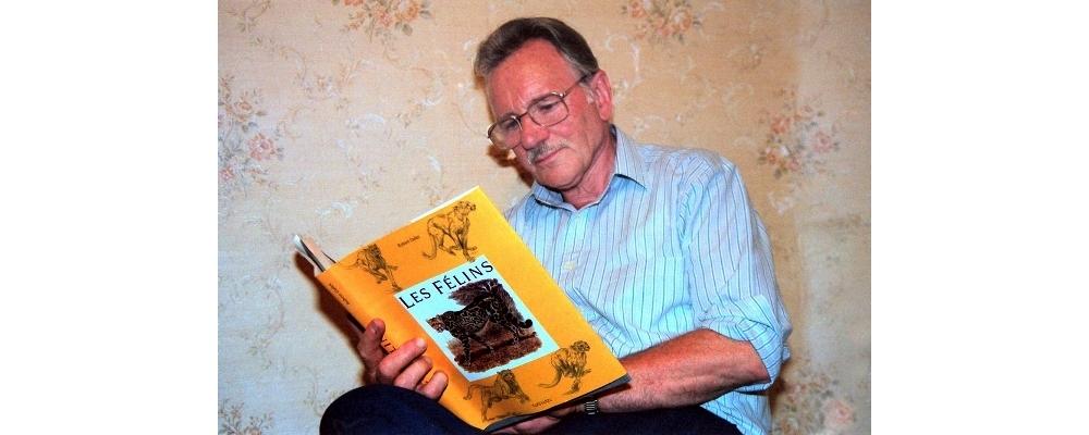 Robert DALLET découvre son Livre Les Félins, 1992 (Montage)