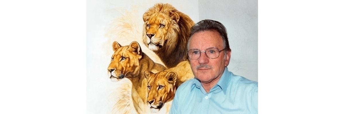 Robert DALLET devant un Portrait de Lion et de Lionnes, en 1990